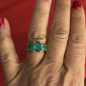 Jewelry - STUNNING 3 CT TOTAL WEIGHT EMERALD RING